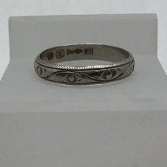 カービングが施された指輪のサイズ直し Before
